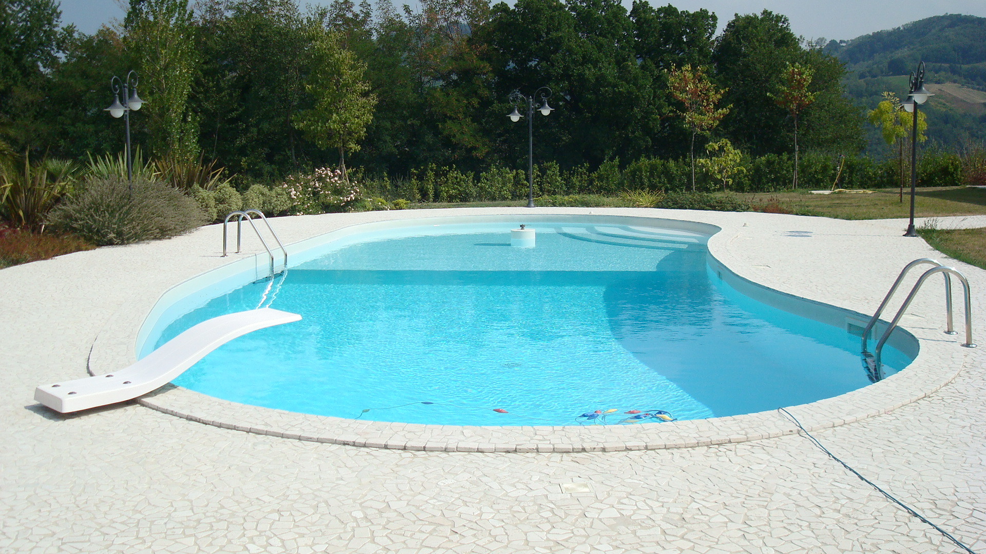 Differenza tra sfioro e skimmer infinity piscine blog for Piscine skimmer